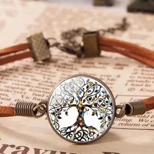 NWOT Tree of Life Glass Cabochon Leather Bracelet